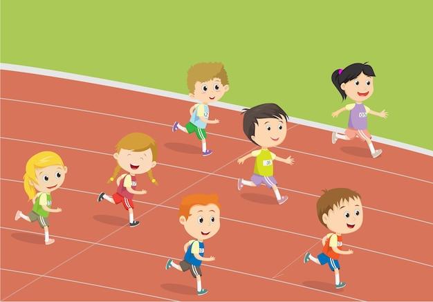 Niños felices corriendo en la pista del estadio