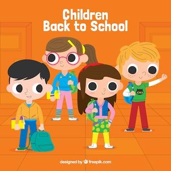 Niños felices de vuelta al colegio