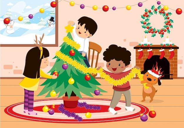 Niños felices decorando el árbol de navidad