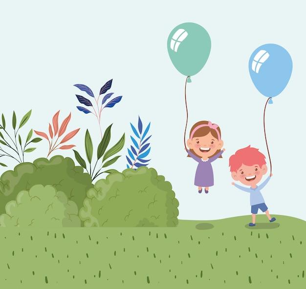 Niños felices con globos de helio en el paisaje de campo