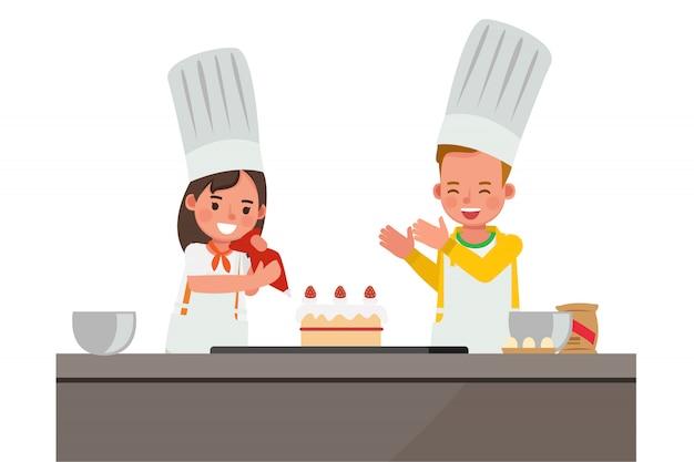 Niños felices haciendo un personaje de pastel.