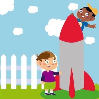 Niños felices jugando con cohetes en el patio de dibujos animados, ilustración infantil