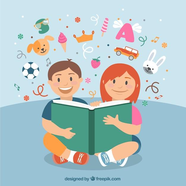 Niños felices leyendo un libro