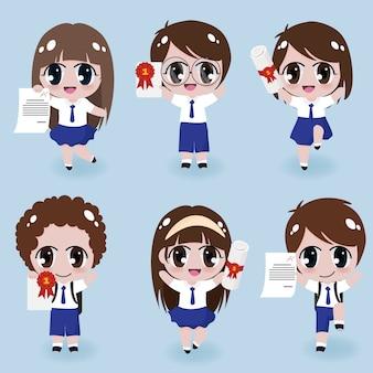 Niños felices en paños de uniforme