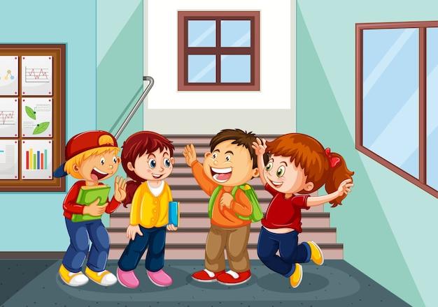 Niños felices en el pasillo de la escuela