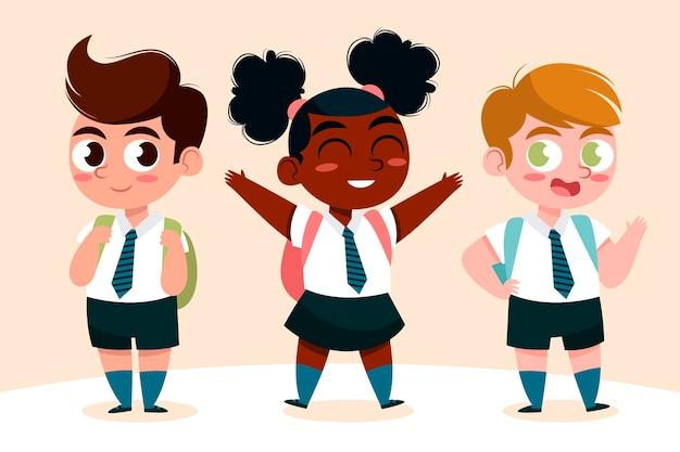 Niños felices regresando a la escuela en otoño