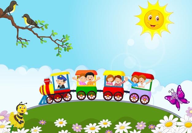 Niños felices en un tren colorido