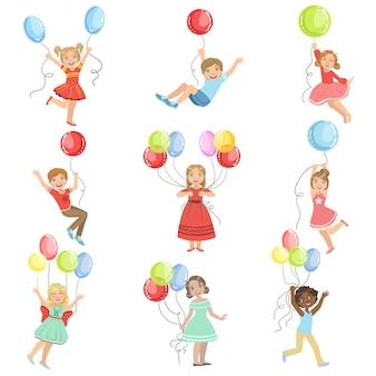 Niños con globos de fiesta