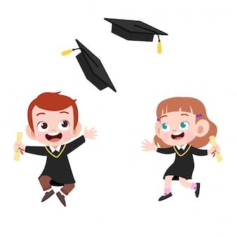 Niños en la graduación