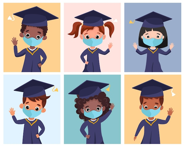 Niños graduados felices con gorra y bata académica de máscaras médicas. niños multiculturales celebrando juntos la graduación de jardín de infantes