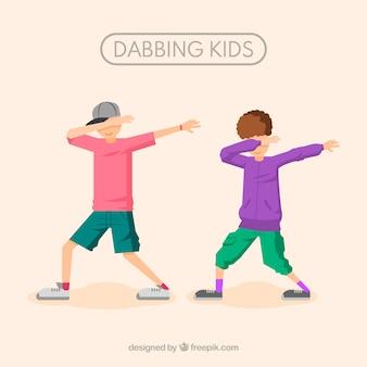 Niños haciendo el movimiento dabbing