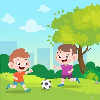 Los niños juegan al fútbol en la ilustración vectorial de jardín