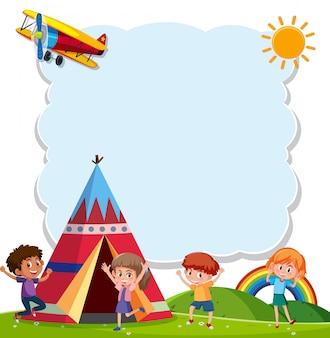 Niños jugando con teepee