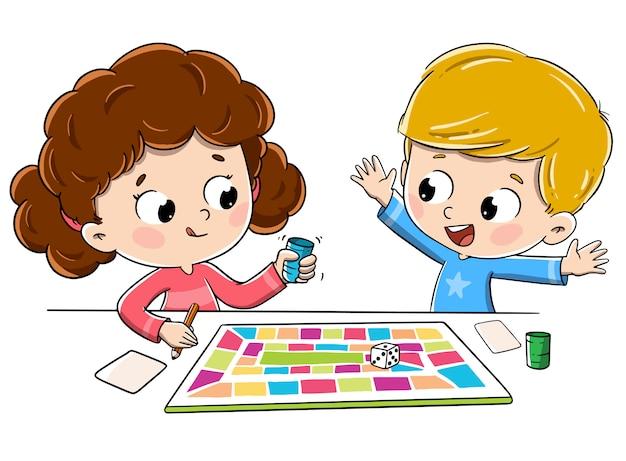 Niños jugando un juego de mesa | Vector Premium
