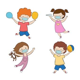 Niños jugando con máscara médica