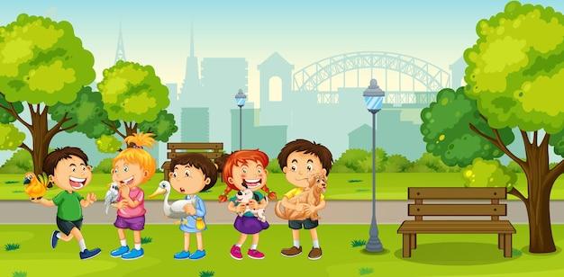 Niños jugando con sus mascotas en la escena del parque.
