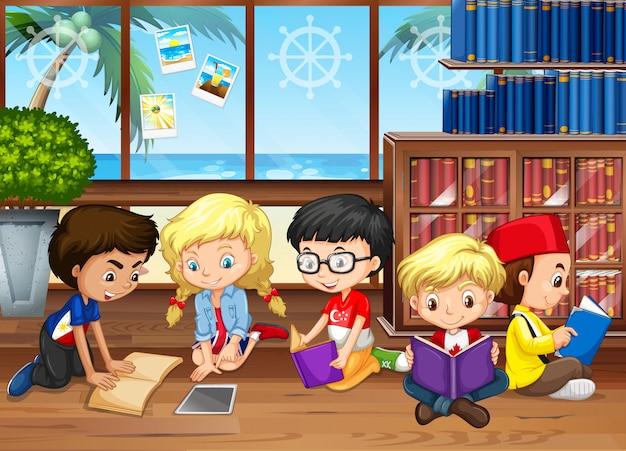 Niños leyendo libros en la biblioteca.