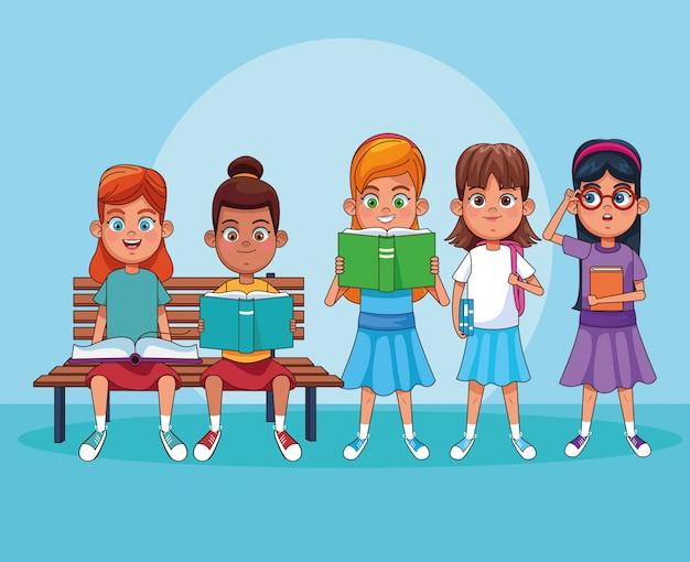 Niños leyendo libros de dibujos animados