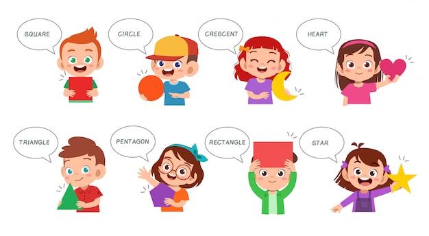 Niños lindos aprenden forma básica