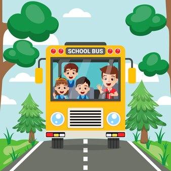 Niños lindos felices y vista frontal del autobús escolar en la carretera