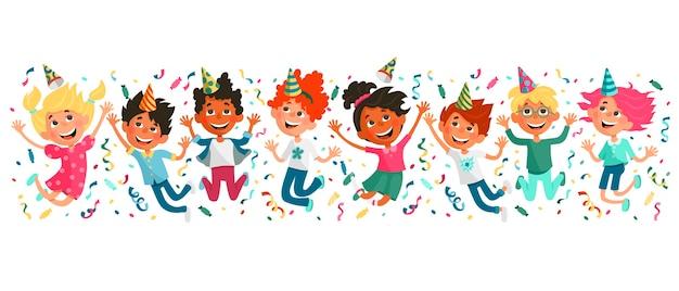 Los niños lindos de la historieta rebotan y se divierten. fiesta de cumpleaños infantil.