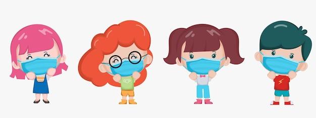 Niños lindos con un personaje de máscara facial.