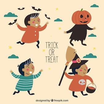Niños lindos vestidos para una fiesta de halloween