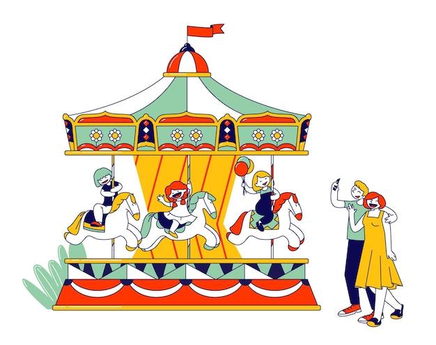 Niños montando carrusel en el parque recreativo. ilustración plana de dibujos animados