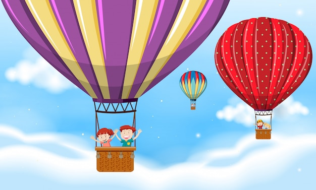 Niños montando globo aerostático.