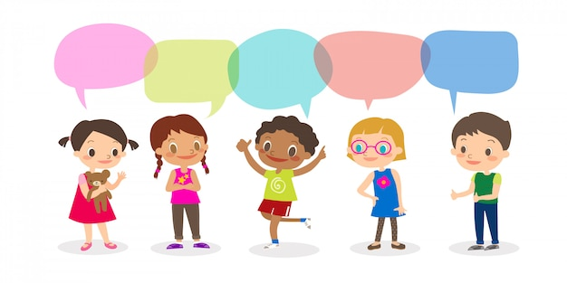 Niños multirraciales con burbujas de discurso, conjunto de niños diversos y diferentes nacionalidades con burbujas de discurso aisladas sobre fondo blanco, niños que comparten el concepto de idea. vector ilustración de dibujos animados