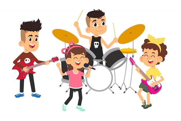 Niños músicos actuando en el escenario en el show de talentos