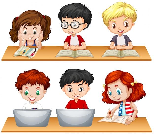 Niños y niñas leyendo y trabajando en la computadora