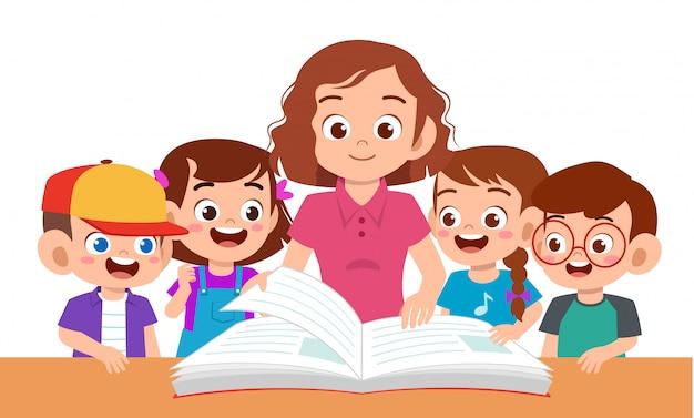 Los niños niño y niña estudian con el maestro