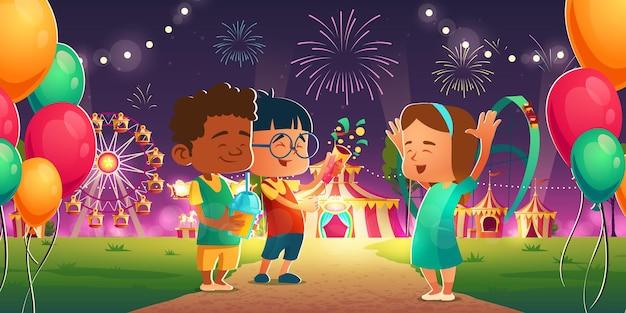 Niños en el parque de atracciones con noria de circo y montaña rusa.