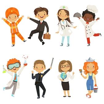 Niños pequeños chicos y chicas de diferentes profesiones.