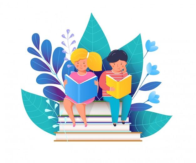 Niños pequeños leyendo libros ilustración plana