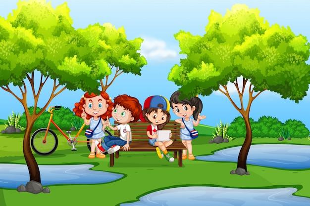 Niños pequeños en la naturaleza