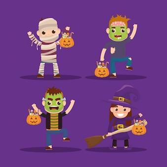 Niños pequeños con personajes disfrazados