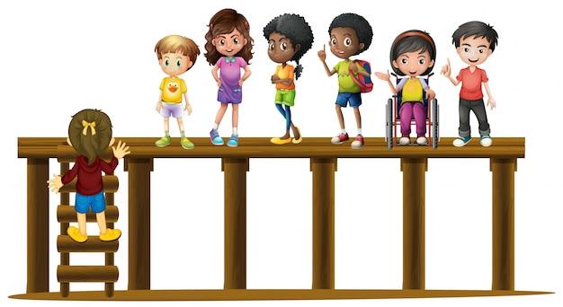 Niños de pie en el registro de madera