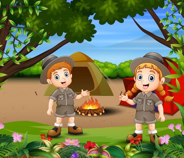 Niños que acampan en la ilustración del bosque