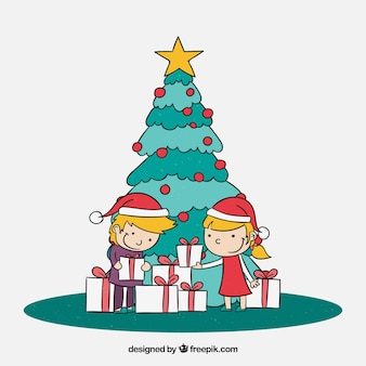 Niños revisando sus regalos de navidad