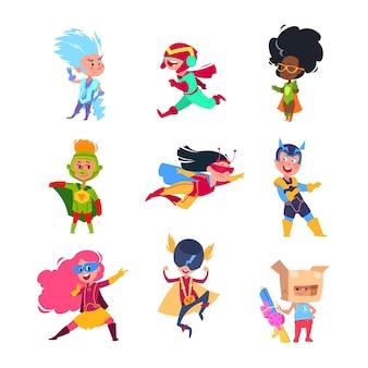 Niños superhéroes niños vestidos con trajes de superhéroes. conjunto de personajes de vector de cosplay de cartón