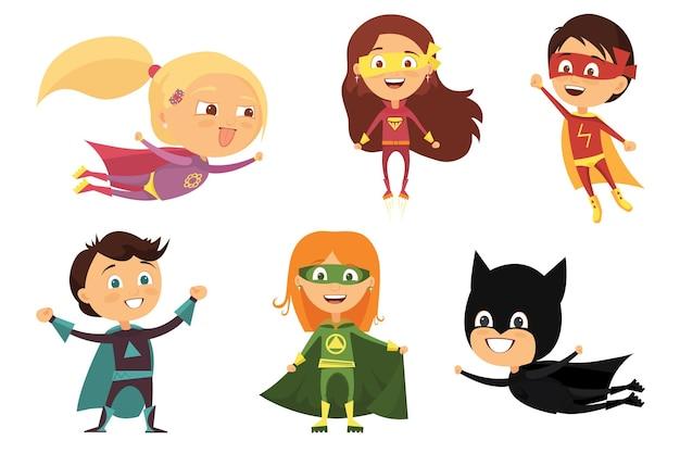 Niños, trajes coloridos de varios superhéroes.