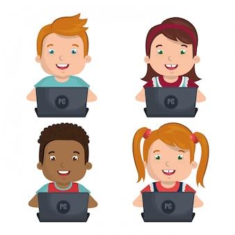 Niños usando computadoras