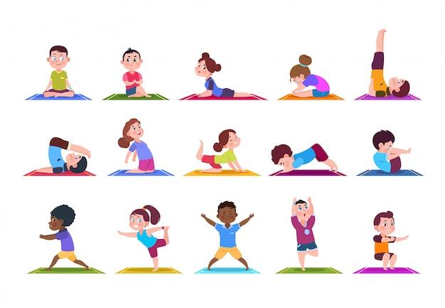Niños de yoga niños de dibujos animados haciendo yoga. deportivas niñas y niños en el gimnasio. conjunto aislado de personajes