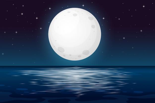Una noche de luna llena en el océano