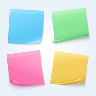Notas adhesivas de colorufl aisladas