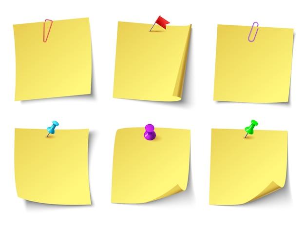 Notas de papel amarillo. conjunto de pegatinas de notas de vista superior