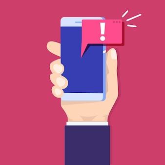 Notificación de mensaje de alerta móvil. mano que sostiene el teléfono inteligente con bocadillo.