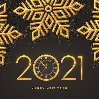 Números metálicos dorados 2021 y reloj con cuenta atrás de medianoche. copos de nieve brillantes sobre fondo oscuro.